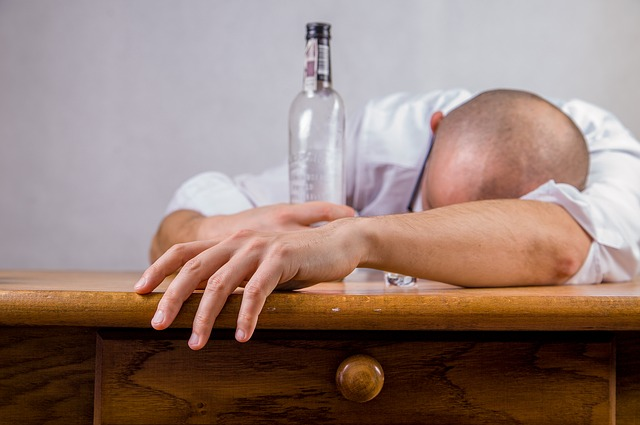 "Study Reveals ""Cloud Hangovers"" Common But That Alcohol is Tasty"